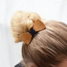 Dřevěný motýlek do vlasů - třešeň evrop.