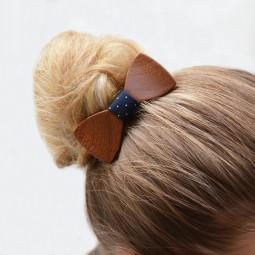 Dřevěný motýlek do vlasů - mahagon